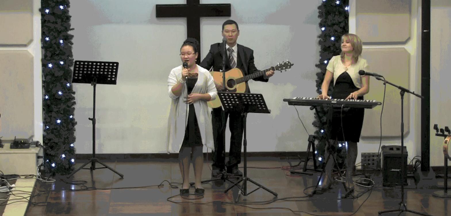 Песня о рождении Иисуса Христа исполняет Юля