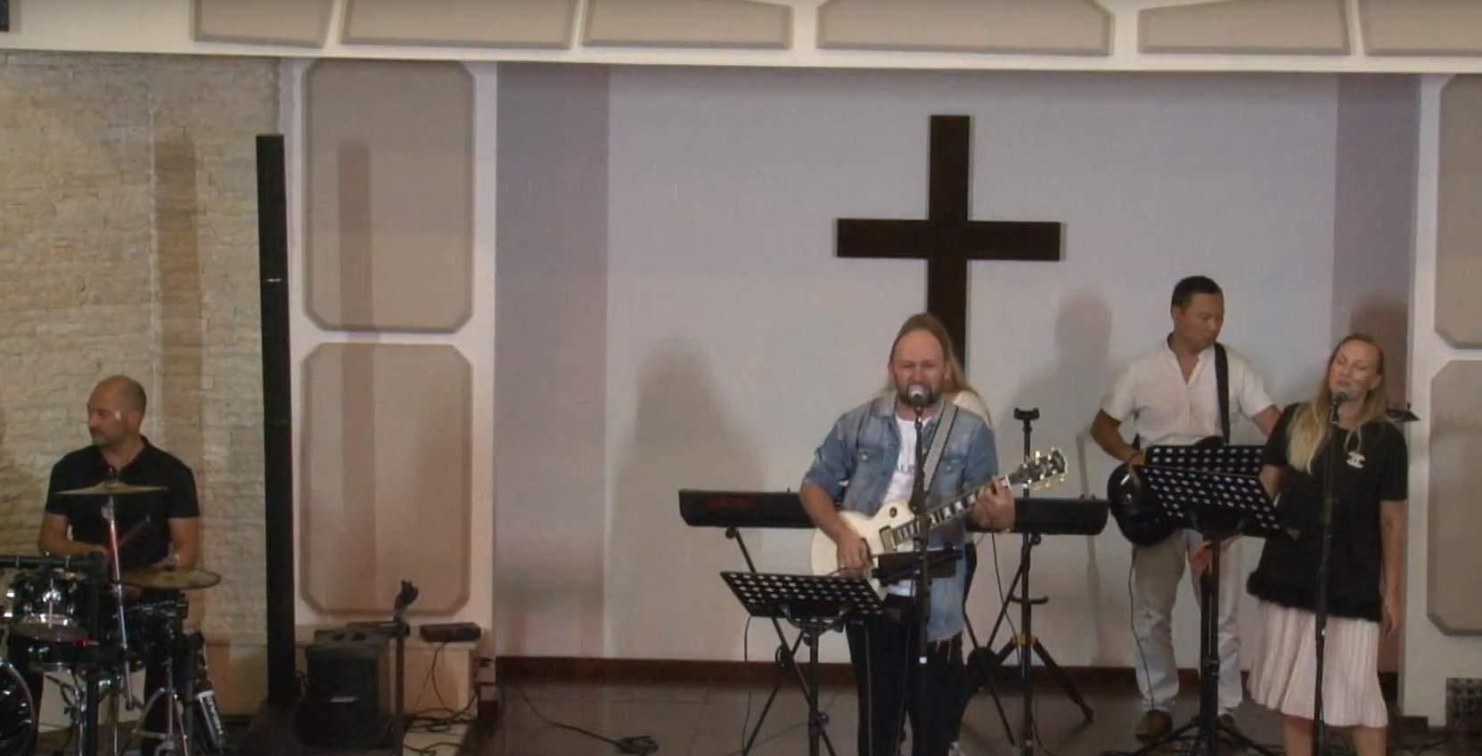 Вечер Хвалы с участием Виталия Ефремочкина в интернациональной церкви г. Варна
